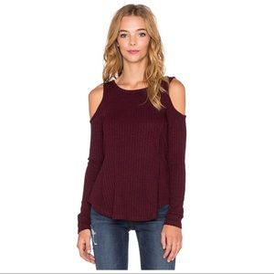 Heathered Rib Cold Shoulder Top in Wine Size M